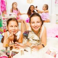 Cours make-up pour adolescentes : les accompagner dans ce rapport à la féminité