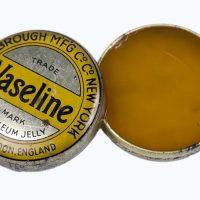 10 façons d'utiliser la vaseline en cosmétique